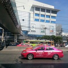 Photo taken at พันธุ์ทิพย์ พลาซ่า งามวงศ์วาน (Pantip Plaza Ngamwongwan) by 영애 🎎 강. on 12/29/2012