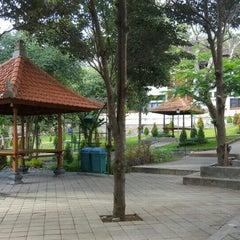 Photo taken at Rektorat Universitas Udayana by Gunawan H. on 9/1/2015