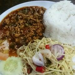Photo taken at Q Thai Restaurant by Sattesh M. on 2/1/2016
