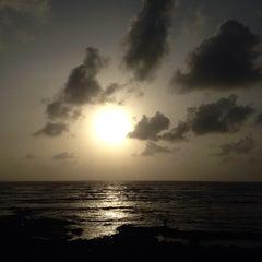 Photo taken at Priyadarshani Park Sea View by Kushal S. on 7/5/2015