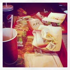 Photo taken at KFC by Mariëlle Marianne P. on 10/5/2012