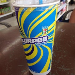 Photo taken at 7-Eleven by Inryd N. on 12/20/2014