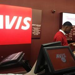 Photo taken at Avis Car Rental by Felipe I. on 11/19/2012