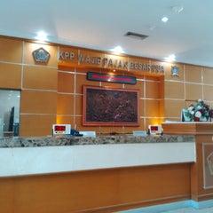 Photo taken at KPP Wajib Pajak Besar Dua (LTO 2) by DIDIT SARWO HWK - XAI B. on 10/20/2014