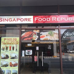 Photo taken at Singapore Food Republic by Roneth Y. on 5/9/2015