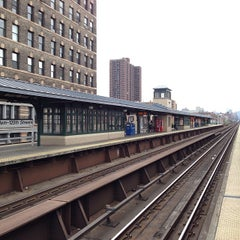 Photo taken at Metro North - Harlem 125th Station by Matthew on 10/19/2013