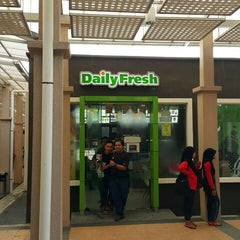 Photo taken at Daily Fresh by wahirahim on 7/26/2015