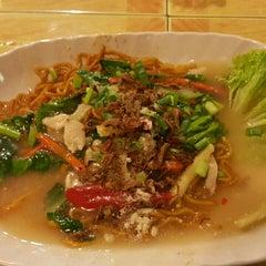 Photo taken at Restoran Norsiah Tom Yam Seafood by wahirahim on 4/23/2015
