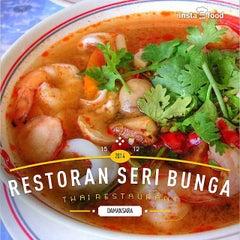 Photo taken at Restoran Seri Bunga by Cin T. on 12/15/2014