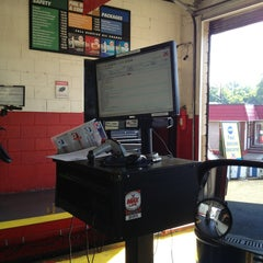 Photo taken at Valvoline Instant Oil Change by Where's J. on 8/16/2013
