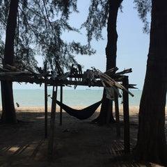 Photo taken at Pantai Puteri by Eionlim49😘39 on 11/1/2015