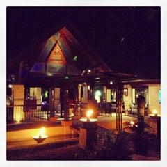 Photo taken at Shangri-La's Mactan Resort and Spa by Ichael Serneo on 4/19/2013