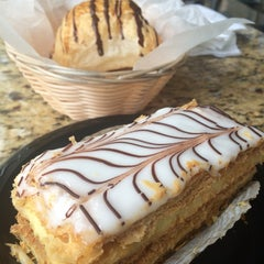 Photo taken at Croissant Gourmet by Lethicia P. on 9/27/2015