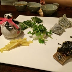 Photo taken at 산촌 (山村, Sanchon Temple Cooking) by Matilda W. on 7/6/2014