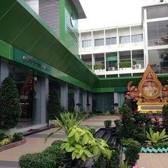 Photo taken at สํานักงานเขตพญาไท (Phaya Thai District Office) by Sonchai T. on 3/25/2014