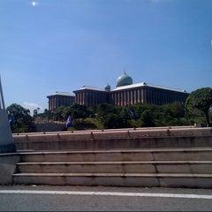 Photo taken at Kompleks Jabatan Perdana Menteri by Afiq A. on 4/16/2013
