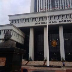 Photo taken at Mahkamah Agung Republik Indonesia by Dwi X. on 8/16/2015