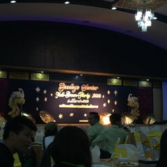 Photo taken at ห้องกินรี โรงแรมลักษวรรณ by PEᗩᖇᗯY.ᑭEᗩᖇᗯ ♛ on 3/11/2016