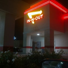Photo taken at In-N-Out Burger by Gavin G. on 11/17/2012