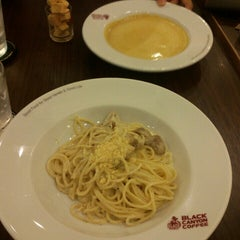 Photo taken at Black Canyon (แบล็คแคนยอน) by Fareeda P. on 9/21/2015