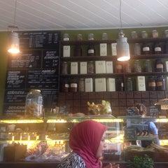 Photo taken at Café Resonanz by Shabbnnam on 10/8/2015