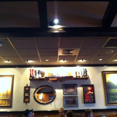 Photo taken at LongHorn Steakhouse by Aikane 0. on 10/5/2013
