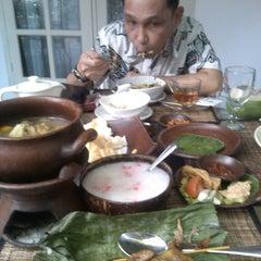 Photo taken at Goela Klapa Restaurant by Diyan P. on 8/12/2014