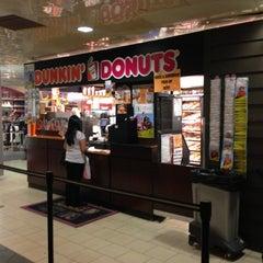 Photo taken at Dunkin' Donuts by Edwin U. on 10/16/2012