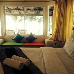Photo taken at Rattanapura Beach Resort (รัตนปุระ บีช รีสอร์ท) by Meawsy ม. on 5/7/2014