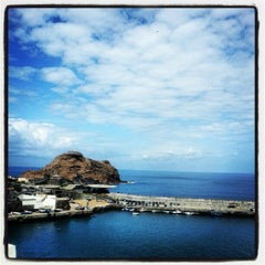 Photo taken at Piscinas Naturais do Porto Moniz by Gonçalo L. on 9/8/2012