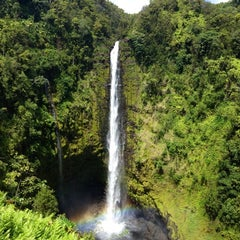 Photo taken at Akaka Falls State Park by Hanna X. on 8/3/2012