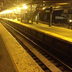 Photo taken at MTA Subway - Myrtle Ave/Broadway (J/M/Z) by Chef Jose S. on 7/6/2012