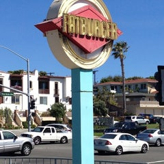 Photo taken at Fatburger by Carlos T. on 6/26/2012