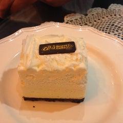Photo taken at Sweet Cake by Mai P. on 9/7/2014
