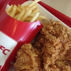 Photo taken at KFC (เคเอฟซี) by Leeya M. on 8/18/2014