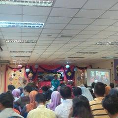 Photo taken at Sekolah Kebangsaan Taman Desaminium Seri Kembangan Selangor by Yuzray E. on 11/21/2014