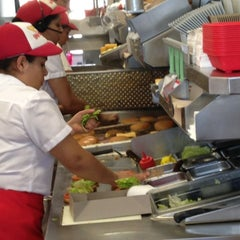 Photo taken at In-N-Out Burger by Patrice on 12/22/2012