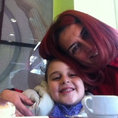 Photo taken at Dunkin Donuts by Banu S. on 11/25/2012