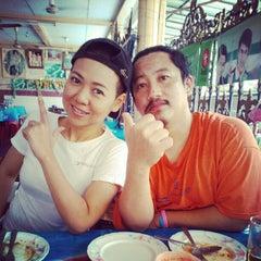 Photo taken at บุญส่งโภชนา by Annie P. on 2/16/2013