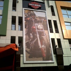Photo taken at Mabua Harley-Davidson by Dodi C. on 10/7/2012
