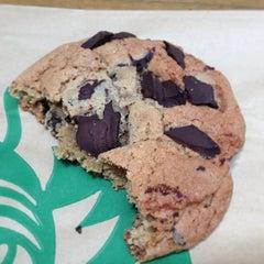 Photo taken at Starbucks by Fernando A. on 5/19/2013