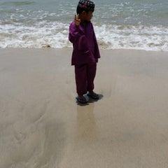Photo taken at Sri Pantai Chalet Melawi, Bachok by Nor Sabila I. on 8/26/2014