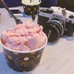 Photo taken at Freshy Freeze (ไอติมผัด) by Momae S. on 2/18/2015