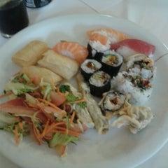 Photo taken at Kamiya Sushi & Sukiyaki by Natan C. on 9/21/2012