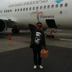 Photo taken at Garuda Indonesia Executive Lounge by Jimz F. on 2/1/2015