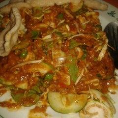 Photo taken at Restaurant Sunda Kelapa by Linda F. on 3/2/2013