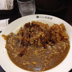 Photo taken at カレーハウス CoCo壱番屋 港区青山1丁目店 by Toru O. on 9/26/2014