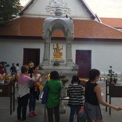 Photo taken at เทวสถาน (โบสถ์พราหมณ์) Dhevasathan (Brahmin Shrines) by Noknapa S. on 1/3/2016
