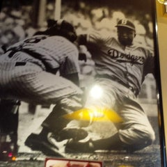 Photo taken at Red Robin Gourmet Burgers by Demetrius P. on 7/15/2013
