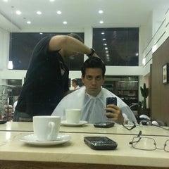 Photo taken at Street Hair - Cabelo e Estética by Rodolpho C. on 7/10/2013
